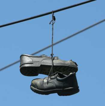 shoes_on_wire-2