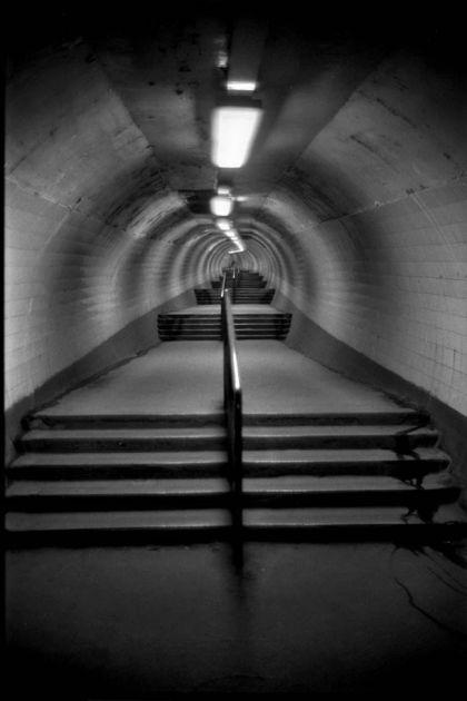 bob-mazzer-on-the-tube-steps